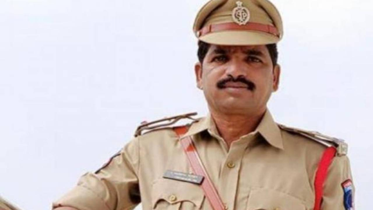 ASI Mahipal Reddy killed in Drunk and Drive inspection