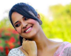 Anasuya as Sunil's wife in Pushpa movie