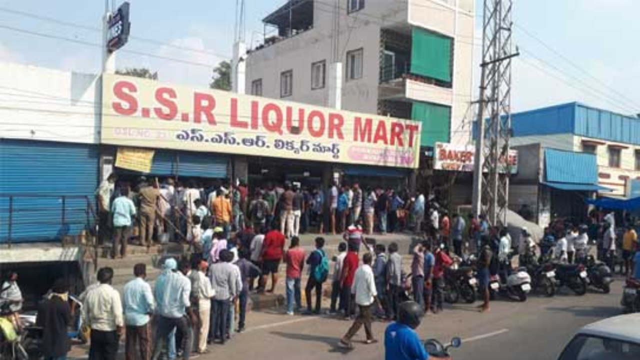 Huge queue in front of liquor stores within moments of the announcement of the lock down