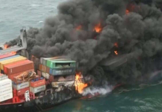 Huge cargo ship sinking in the sea .. Is there a threat to the environment and marine life ..?