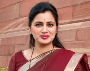 Bombay High Court quashes Amravati MP Navneet Kaur's caste certificate