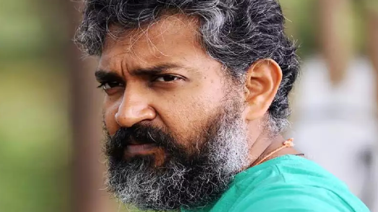 Rajamouli dissatisfied with Delhi airport Delhi Airport.. Airport responded to this ..!