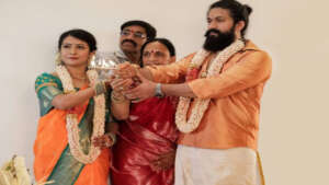 Kannada star hero Yash steps into a new house ..
