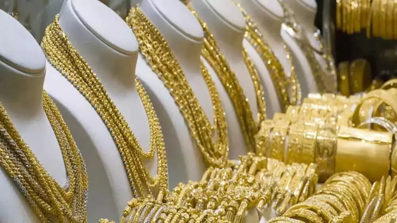 Gold prices rise today in Hyderabad, Bangalore, Kerala and Visakhapatnam.